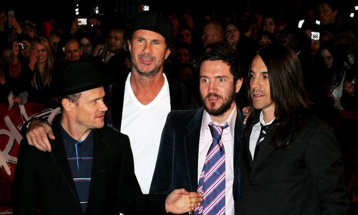 """""""John Frusciante"""" กลับวง """"Red Hot Chili Peppers"""" หลังลาออกเมื่อ 10 ปีที่แล้ว"""