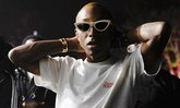 "Pharrell รับ ""Blurred Lines"" ที่ทำกับ Robin Thicke เป็นเพลงเหยียดเพศ"