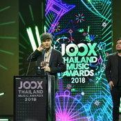 เหตุใด The TOYS จึงพูดอะไรไม่ออกตอนรับรางวัลศิลปินยอดนิยมแห่งปี JOOX Awards 2018