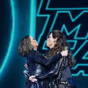 """แฟนคลับคู่จิ้นยุค 90s ฟิน! """"20 ปี มอส-ทาทา คอนเสิร์ต"""" ชวนทุกคนแดนซ์สนั่นทะลุโลก"""
