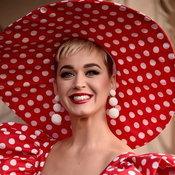 """สาวก Katy Perry โวย! """"อ้ายเอ๋ย"""" ของ ส้มป่อย สก๊อยลื้อ ทำนองคล้ายเพลงดัง """"Roar"""""""