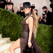 Met Gala 2021: Jennifer Lopez