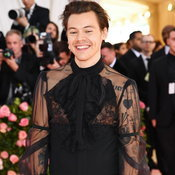 Harry Styles ในชุดของ Gucci