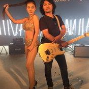 MV ขาร็อคขาเลาะ - เสก โลโซ Feat ลำไย ไหทองคำ