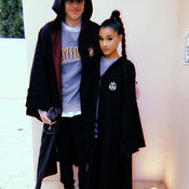 Ariana Grande หมั้นกับแฟนหนุ่มแล้ว หลังจากคบหากันได้ไม่ถึงเดือน!