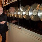 Kenny Rogers ตำนานแห่งวงการเพลงคันทรี เสียชีวิตในวัย 81 ปี