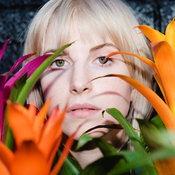 "Hayley Williams แห่ง Paramore อุ่นเครื่องอัลบั้มเดี่ยวด้วยเพลงใหม่เหงาจับใจ ""Why We Ever"""