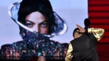 ผู้ชมปลื้มเพลงใหม่ ไมเคิล แจ็คสัน สร้างกระแสฮิตจากงาน iHeartradio Awards