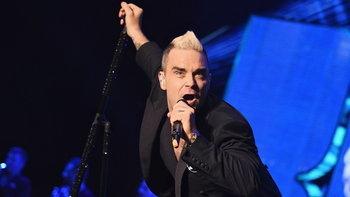 Robbie Williams เซอร์ไพรส์แฟนเพลงในรอบ 16 ปี!