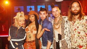 "DNCE เพิ่มดีกรีความแก่นเซี้ยว ปล่อยซิงเกิล ""Kissing Strangers"" ft.Nicki Minaj"