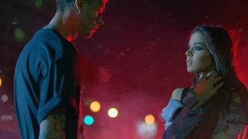 "Machine Gun Kelly ชวน Hailee Steinfeld ตามหาชีวิตตัวเองใน ""At My Best"""