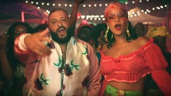 "Rihanna โชว์ลุคสุดเปรี้ยวในเอ็มวีของ DJ Khaled ""Wild Thoughts"""