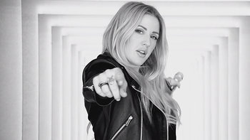 "Ellie Goulding กลับมาพร้อมเอ็มวีใหม่ ""Something In The Way You Move"""