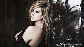 Avril Lavigne คนดังที่เป็นอันตรายในโลกออนไลน์