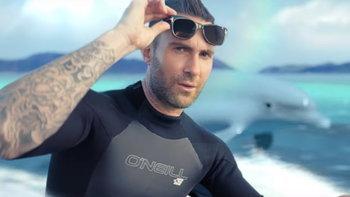 "Maroon 5 ตะลุยดินแดนมหัศจรรย์ในเอ็มวี ""What Lovers Do"" ft. SZA"