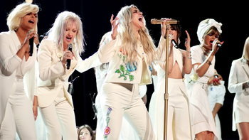 Kesha และเหล่าศิลปินสนับสนุน #MeToo ในงาน Grammy Awards