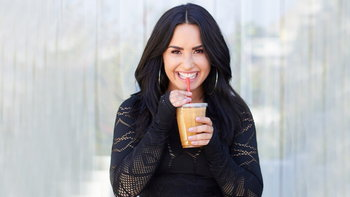 Demi Lovato ถูกนำตัวส่งโรงพยาบาลหลังใช้ยาเกินขนาด