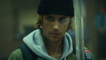"""Justin Bieber สวมบทโจรปล้นธนาคารจำเป็นในเอ็มวีใหม่ """"Hold On"""""""