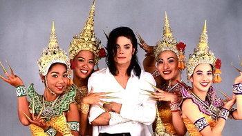 """""""ชฎา-รำไทย"""" เคยอยู่ในเอ็มวี """"Black or White"""" ของ Michael Jackson"""