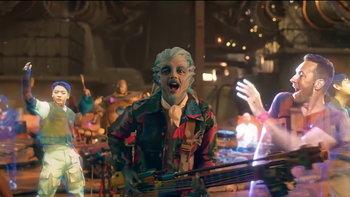 """เปิดวาร์ป """"Supernova 7"""" วงดนตรีเอเลี่ยนแสดงคู่กับ Coldplay x BTS ใน """"My Universe"""""""