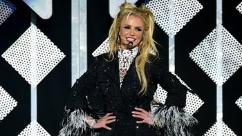 """3 เพลงดัง """"Britney Spears"""" ที่เกือบกลายเป็นผลงานของศิลปินคนอื่น"""