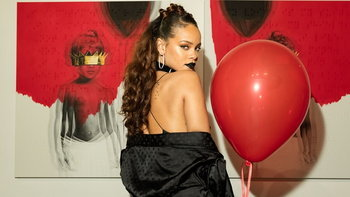 """4 เพลงดังของ """"Rihanna"""" ที่เกือบกลายเป็นผลงานของศิลปินคนอื่น"""