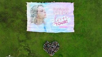 แฟน Taylor Swift ไทยรวมพลกว่า 500 คนเนรมิตบิลบอร์ดขอ Lover Tour