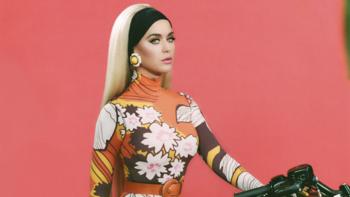 """Katy Perry พลิกลุคเท่ ขี่มอไซค์เที่ยวในเพลงใหม่ """"Harleys In Hawaii"""""""