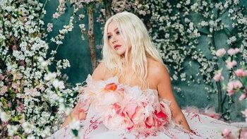 """Christina Aguilera"" หวนจับไมค์ร้องเพลงประกอบ ""Mulan"" อีกครั้งกับ ""Loyal Brave True"""