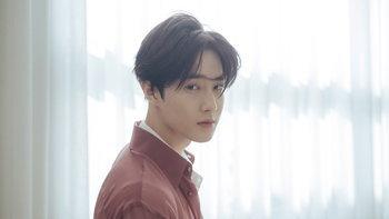 """SUHO"" วง EXO ปล่อยโซโล่อัลบั้มแรก ""Self-Portrait"" สะท้อนภาพของตนเอง"