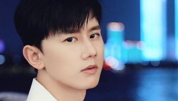 """ช็อก! """"จางเจี๋ย"""" นักร้องดังชาวจีน ประสบอุบัติเหตุเลือดนองกลางคอนเสิร์ต"""