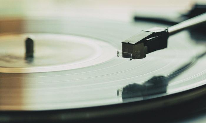 VINYL PLAYER 101 : ถาม-ตอบเรื่องแผ่นเสียง และเครื่องเล่น สำหรับมือใหม่หัดฟัง โดย อนุสรณ์ สถิรรัตน์