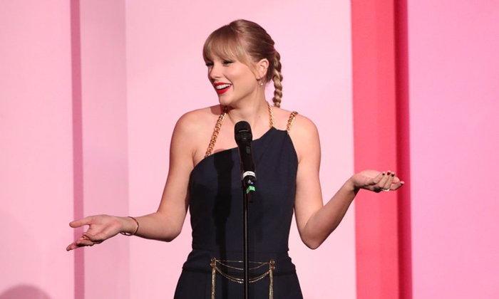 """Taylor Swift พูดถึงคำวิจารณ์ที่ได้รับตลอด 15 ปีหลังรับรางวัล """"ผู้หญิงแห่งทศวรรษ"""""""