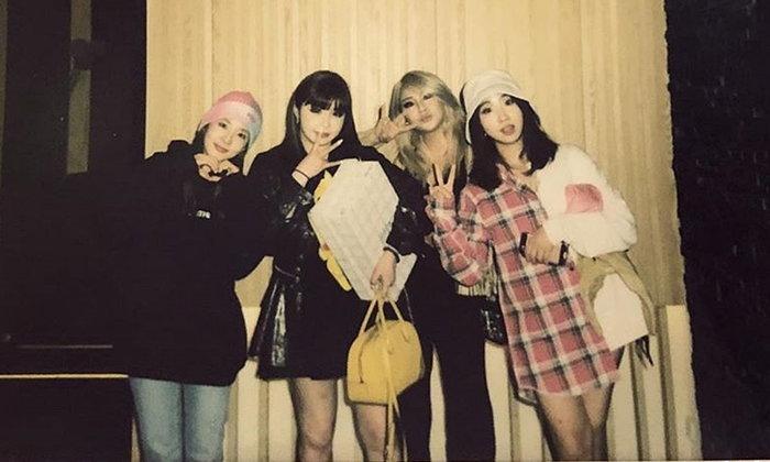 """สมาชิก """"2NE1"""" ฉลองวงครบรอบ 11 ปีด้วยกันผ่านวิดีโอแชท"""