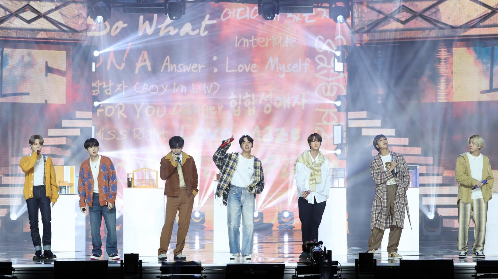 รูปที่ 2/15 จากอัลบั้มรวมรูปภาพของ IU, BTS  คว้ารางวัลเพลง-อัลบั้มยอดเยี่ยมจาก Golden Disc Awards 2021 ครั้งที่ 35