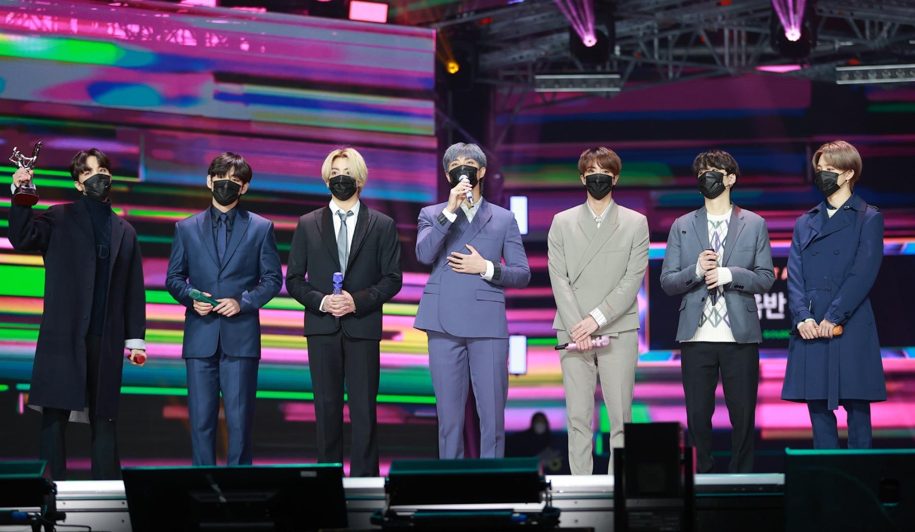 รูปที่ 5/15 จากอัลบั้มรวมรูปภาพของ IU, BTS  คว้ารางวัลเพลง-อัลบั้มยอดเยี่ยมจาก Golden Disc Awards 2021 ครั้งที่ 35