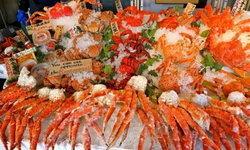 """3 ร้านเด็ดใน """"ตลาดปลานิโจ"""" อาหารทะเลสดราคาหลักร้อยเยนแห่งฮอกไกโด"""