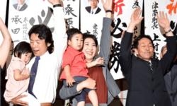 คุณแม่วัย 31 ยังแจ๋ว! ฉลองรับตำแหน่งนายกเทศมนตรีคนใหม่ที่อายุน้อยที่สุดในญี่ปุ่น