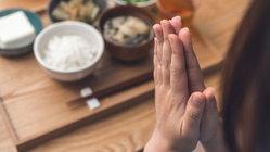 ไขข้อสงสัย คนญี่ปุ่นพูดอะไรกันก่อนและหลังกินข้าว