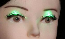 """""""ขนตาเรืองแสง"""" แฟชั่นแห่งอนาคต!"""