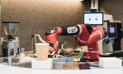 """ตื่นตาตื่นใจ """"Henn na Café"""" ร้านกาแฟที่มีบาริสต้าเป็นหุ่นยนต์"""