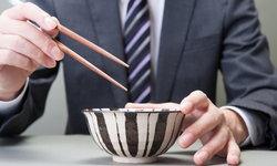 6 ข้อห้ามของการใช้ตะเกียบบนโต๊ะอาหารญี่ปุ่น
