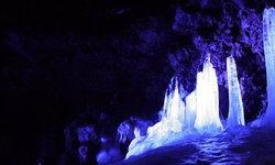 """แปลกตาไปกับ """"ถ้ำน้ำแข็งนารุซาวะ"""" อีกหนึ่งที่เที่ยวใกล้ภูเขาไฟฟูจิ"""