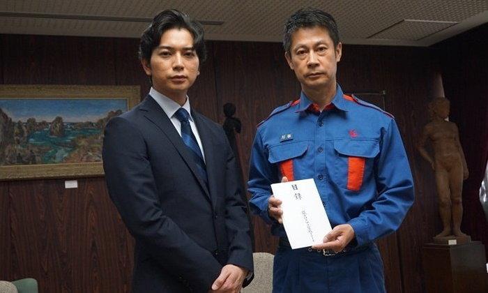 """หล่อและใจบุญ """"มัตสึโมโต้ จุน"""" สมาชิกวงอาราชิ เยี่ยมผู้ประสบภัยพร้อมบริจาค 50 ล้านเยน"""