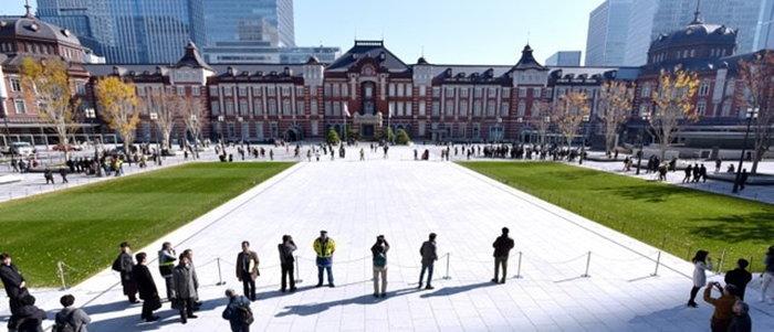 ลานกว้างมารุโนะอุชิ หน้าสถานีโตเกียวเปิดแล้ว หลังปิดปรับปรุงมา 3 ปี