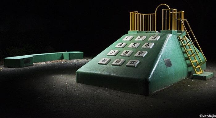 สยองไปกับผลงานภาพถ่ายสนามเด็กเล่นในความมืดมิด
