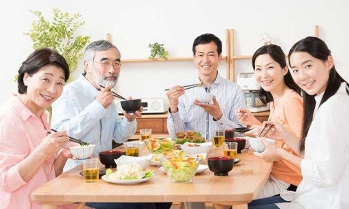 มาฝึกกันหน่อยดีกว่า กินแบบญี่ปุ่นอย่างมีมารยาทเขาทำกันอย่างไร