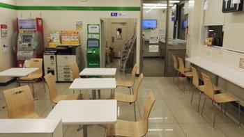 ที่ญี่ปุ่นแค่นั่งทานในร้านสะดวกซื้อ ภาษีก็แพงขึ้นได้?