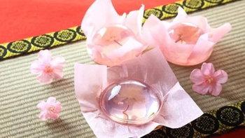 สุดยอด ขนมเจลลี่ใสอมชมพู แถมยังมีดอกซากุระอยู่ข้างในอีกด้วย!