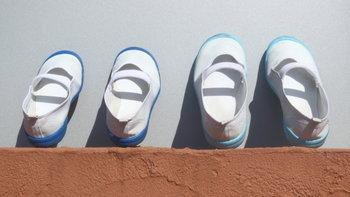 คุณแม่ชาวญี่ปุ่นปิ๊งไอเดียง่าย ๆ ที่ทำให้ลูกสาวของเธอไม่ใส่รองเท้าสลับข้างอีก!